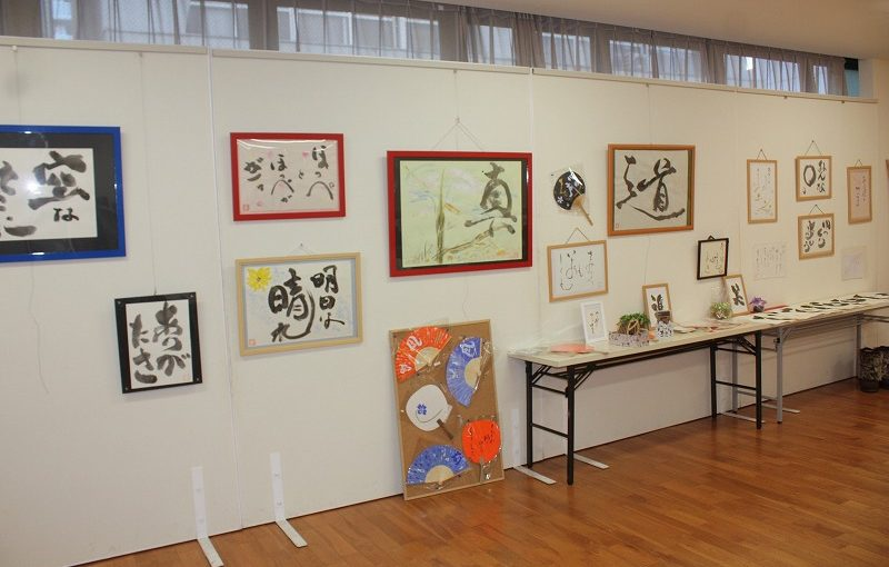まちかどミュージアム日本堂陶芸・書画展示15日まで、ご高覧願います。